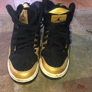 Black and gold Jordan's size 5/5.5